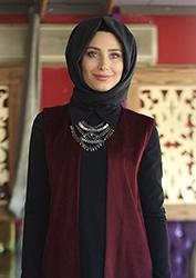Modanisa предлагает модную и стильную одежду для мусульманок  хиджабы,  легкую и верхнюю одежду, платья для молитвы, обувь, купальники, одежду  больших ... 0be10455b68