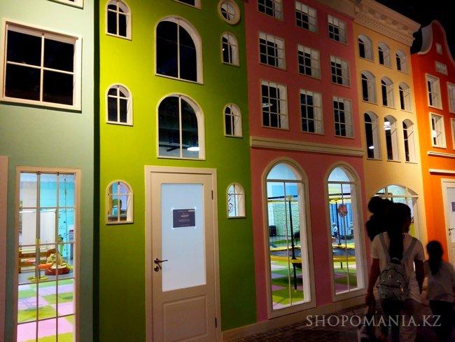 d5bd4708bae0 За светящими окнами домов находятся самые разные детские развлекательные  центры. Посмотрите сами ниже фото. Интересное решение.